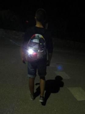 LED-Blinklicht-Sicherheitslicht-Warnlicht-Rucksack-Schultasche-weiss-bei-Nacht